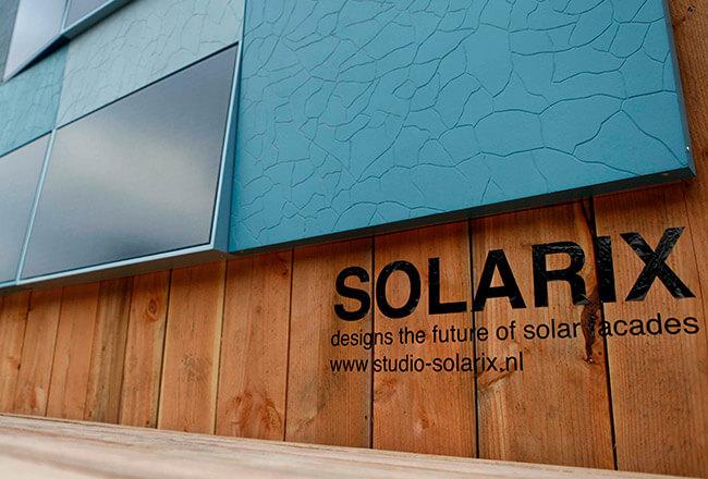 Composiet met geïntegreerde zonnepaneel - Studio Solarix